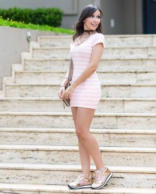 Tendencia-vestido-ribana-look-Monica-Araujo-Influencer-Ypslon-Atacado-Tenis-Vizzano